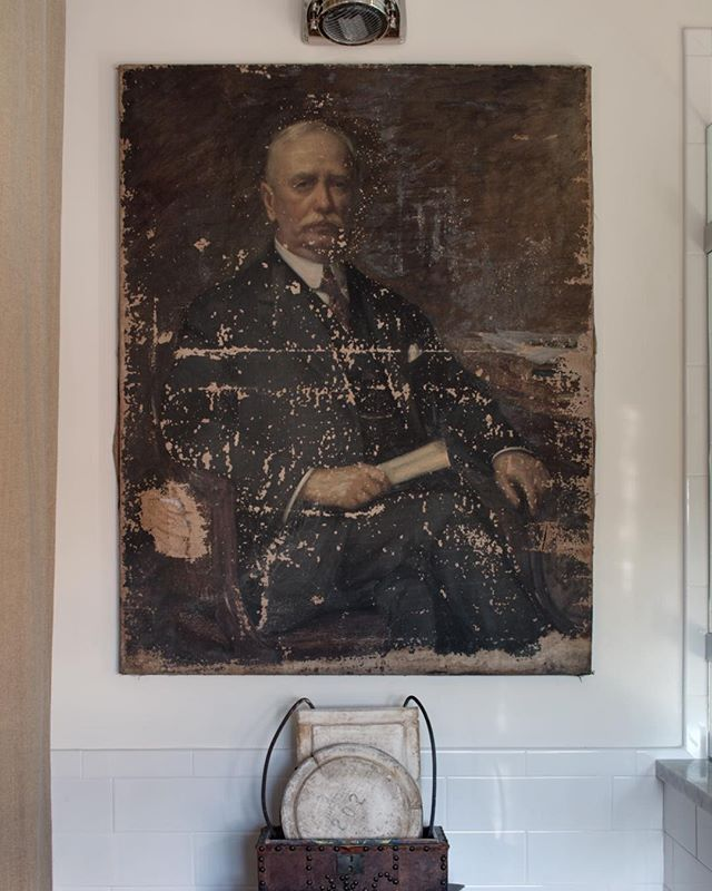 A special heartfelt thanks to Paula Danluk of The Paris Market for this amazing portrait. This bespoke gentleman's bathroom would not be complete without his presence. @theparismarket @londonscalling2 @circalighting @circa.showrooms
