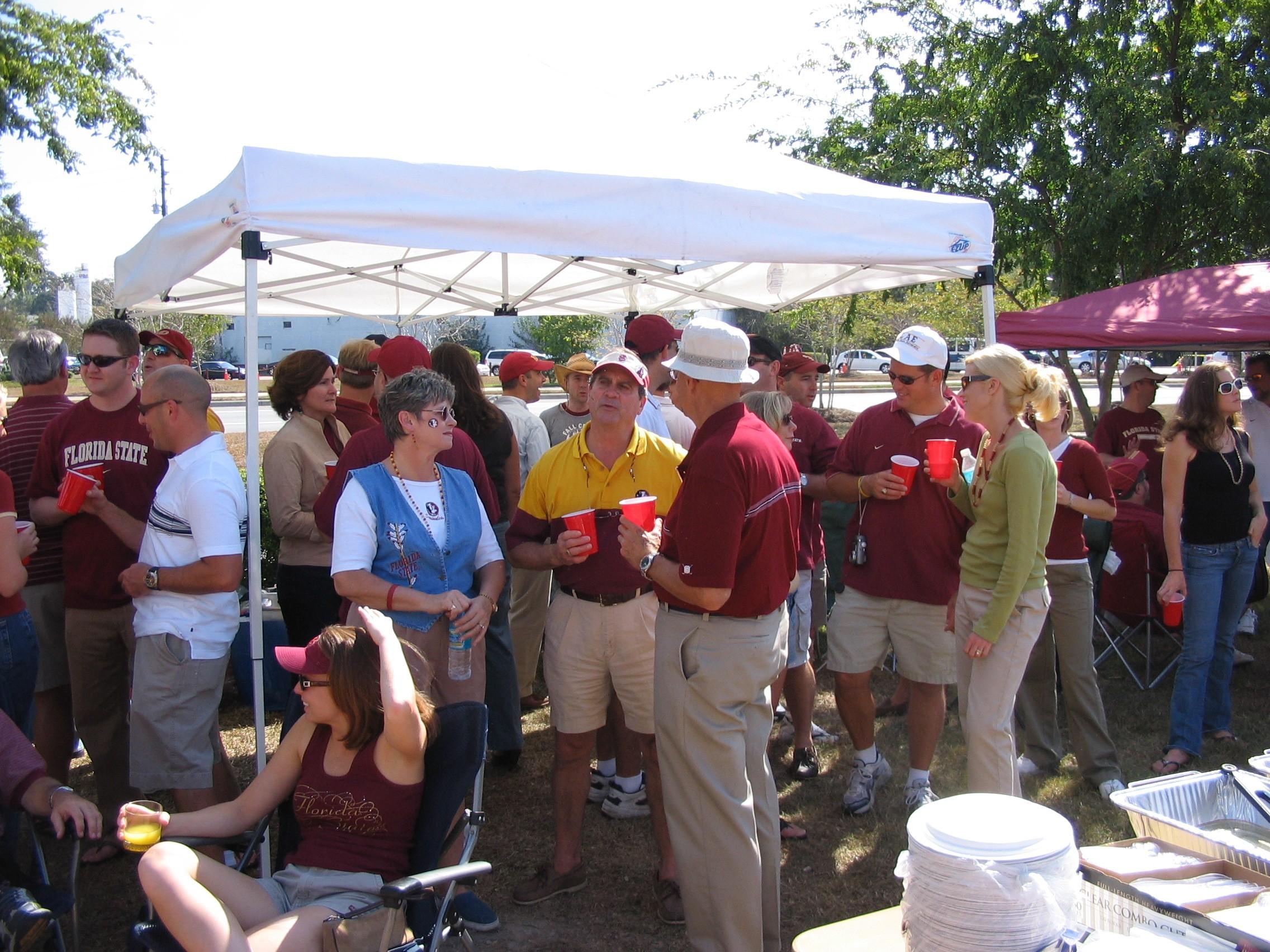 2005 alumni tailgate-ChadMosely, GranEdwards, EltonWoodard, BobNast, WileyPage.JPG