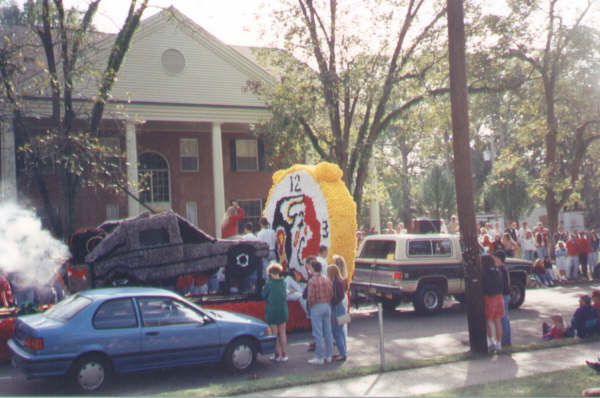 1993 Homecoming - SAE float.jpg