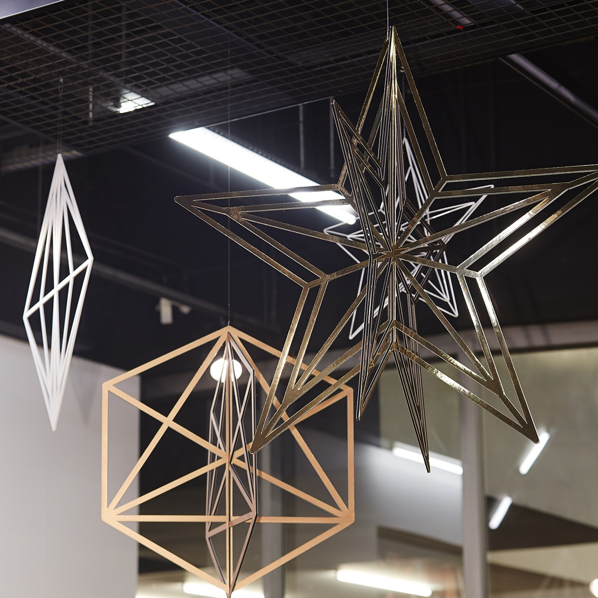 Metal hanging geometric shapes