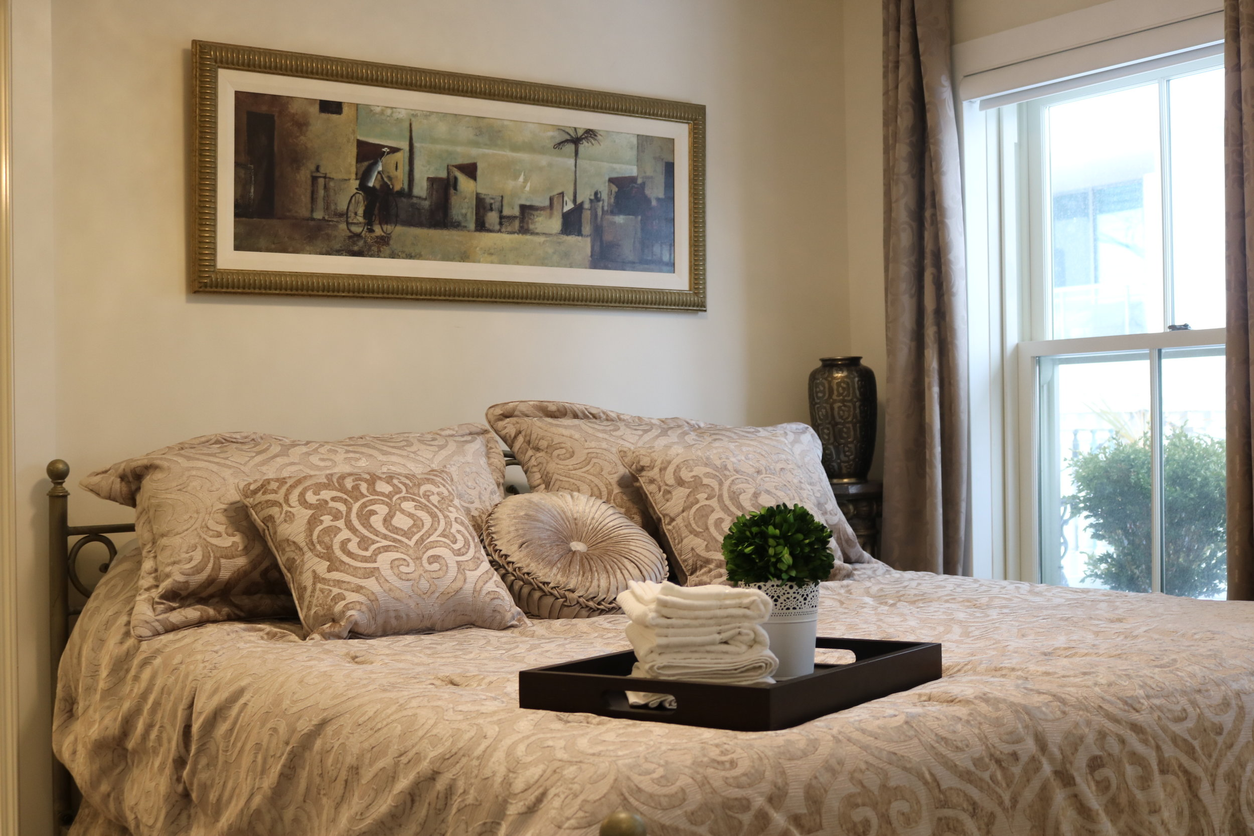 Bronte Suite | Oakville - 1 King bed, 1 Bathroom with a spacious walkout Balcony.