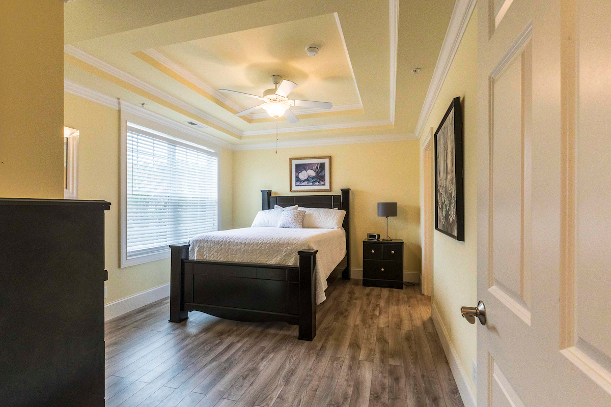 Modern Suite | Murrells Inlet - 1 Double bed, 1 Bathroom with a bright sunny view of the forest.