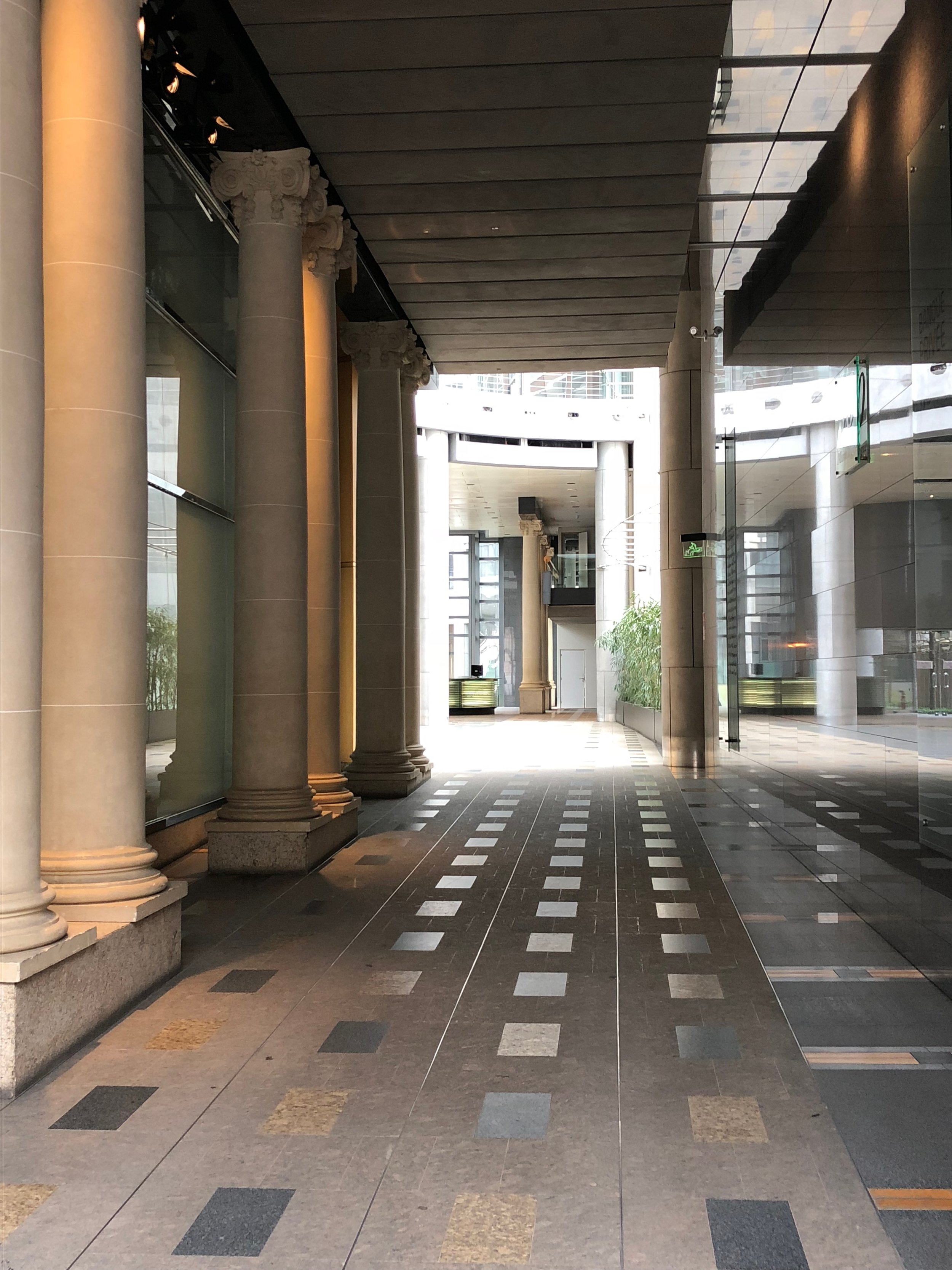 50 AVE MONTAIGNE w/ KPF Interior Architects