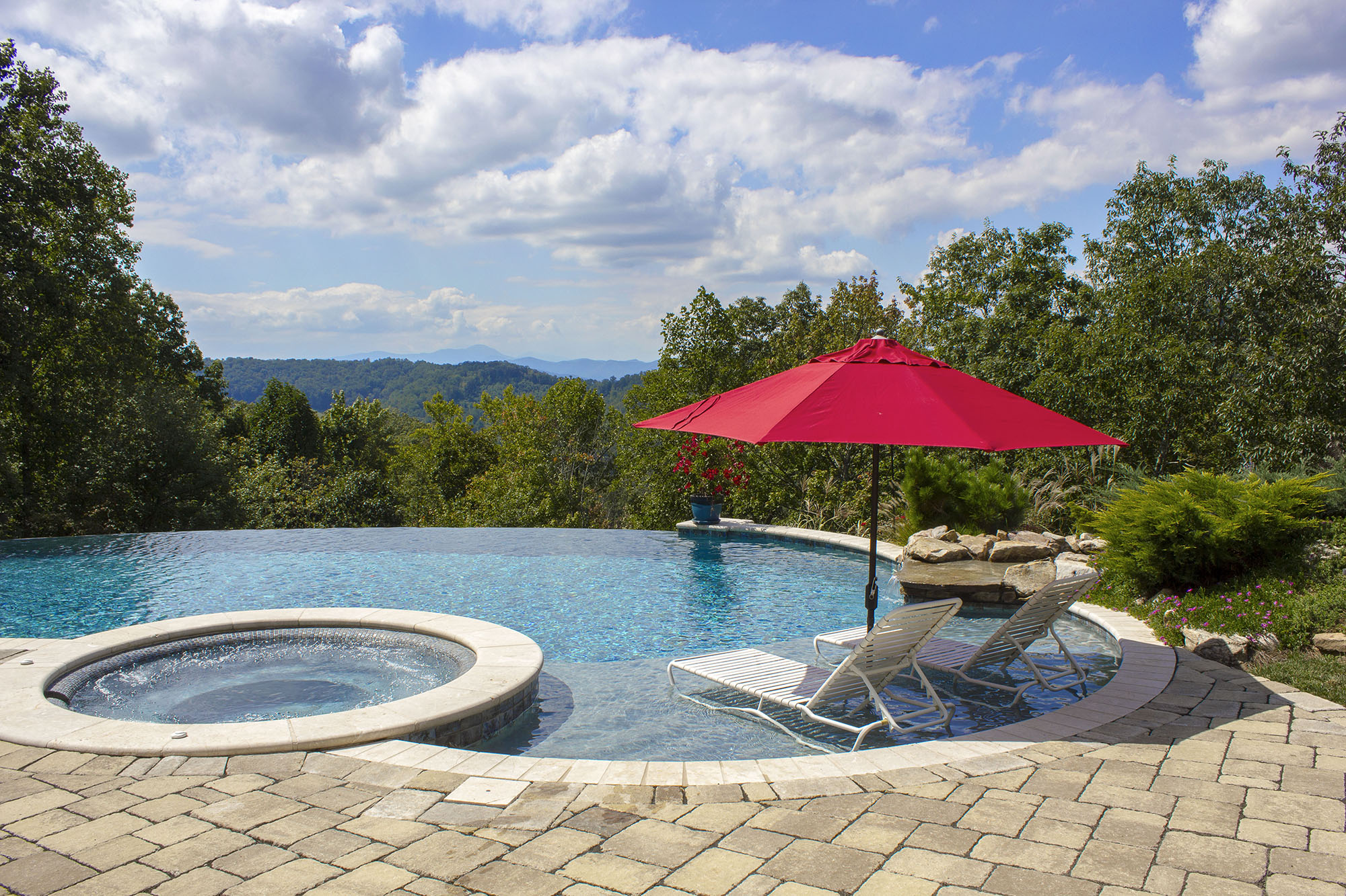 The integrated wetdecks offer space for lounging in the water, or for small children to play and enjoy the pool.