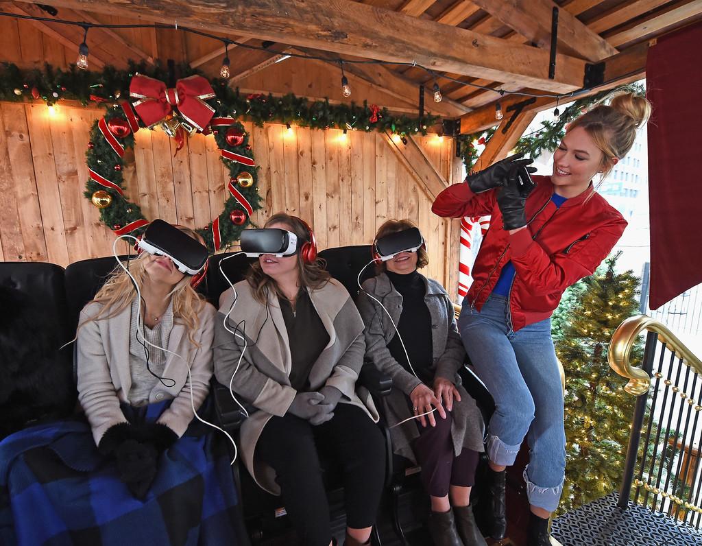 Karlie+Kloss+Visits+Samsung+VR+Presents+Night+Vws4PGjCVPCx.jpg