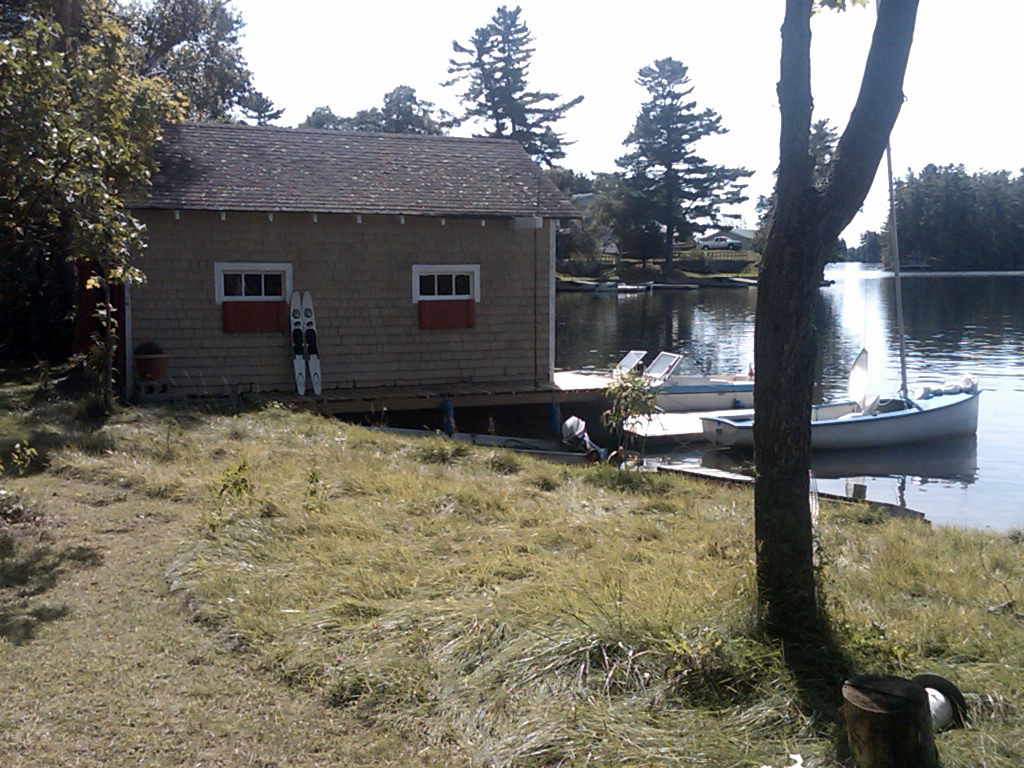 CottageRentalOntario6Boathouse.jpg