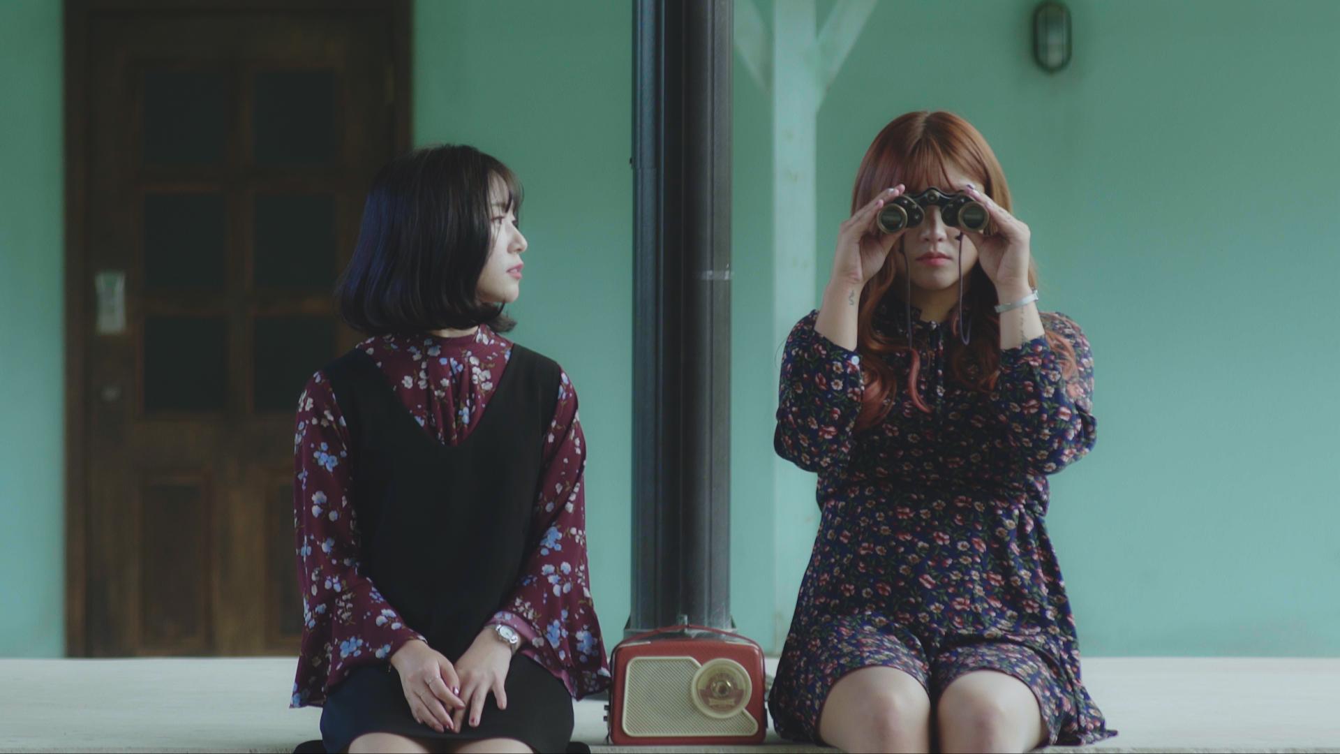 heeyeon yeowoon binoculars.jpg