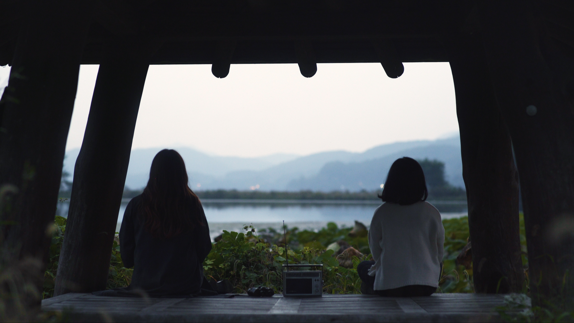 heeyeon yeowoon sitting by water.jpg