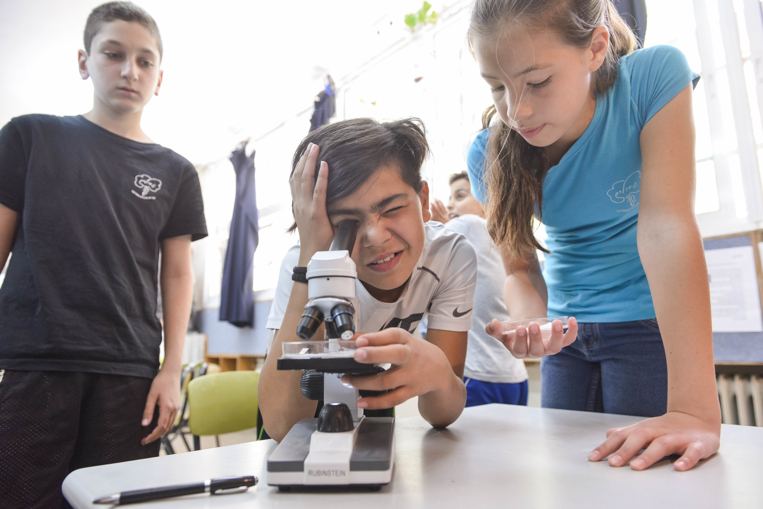 MS or E2k kids at microscope.jpg