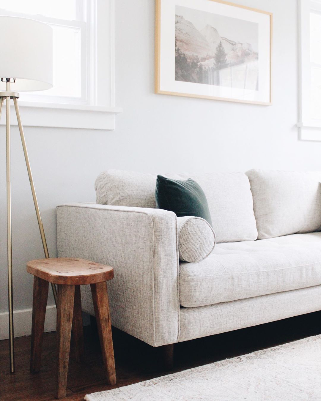 Layering various shades of whites and grays creates a serene, calming look. Photo by  @thejennaogle