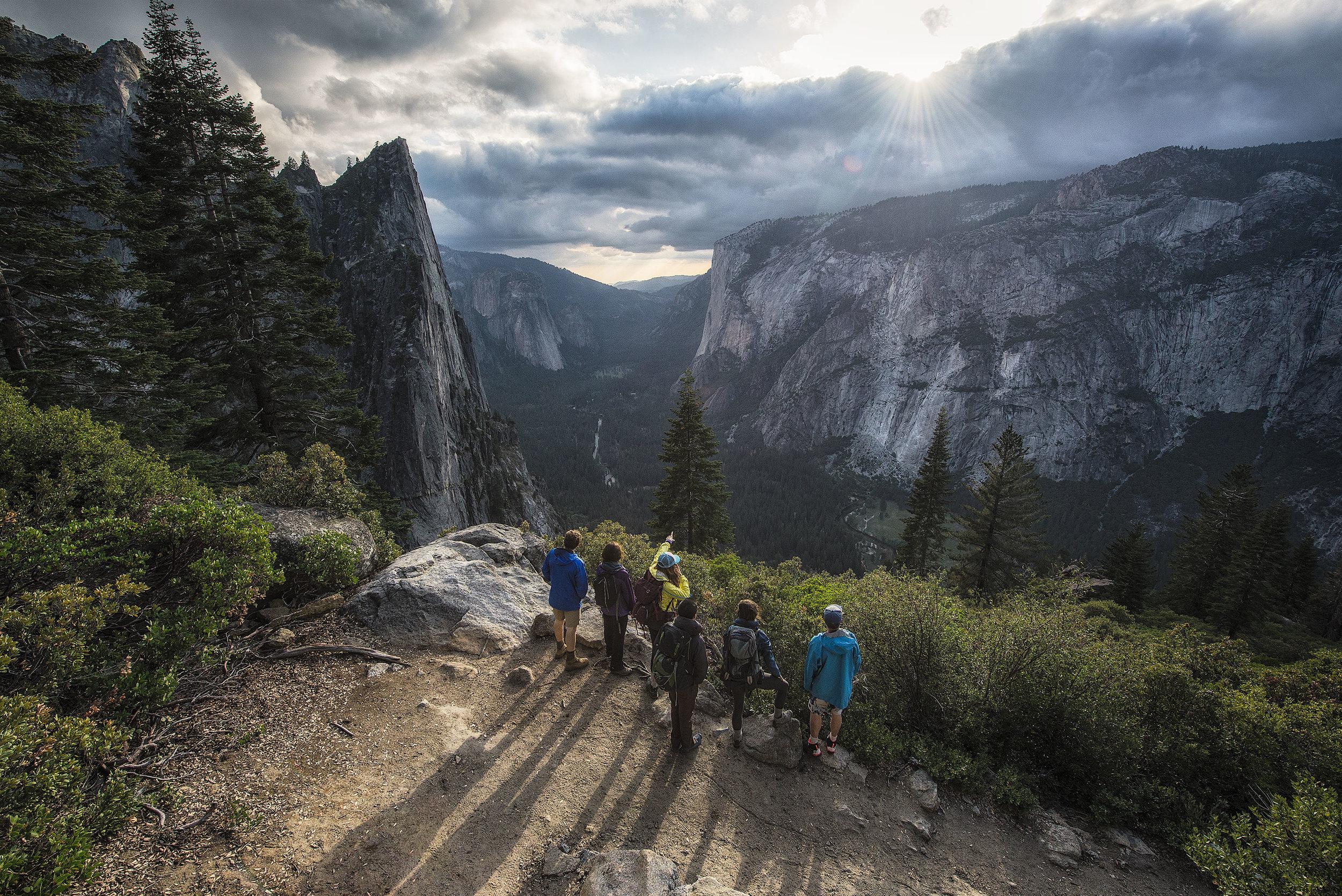 austin-trigg-yosemite-national-park-Group-hike-four-Mile-Trail-sunset-lifestyle.jpg
