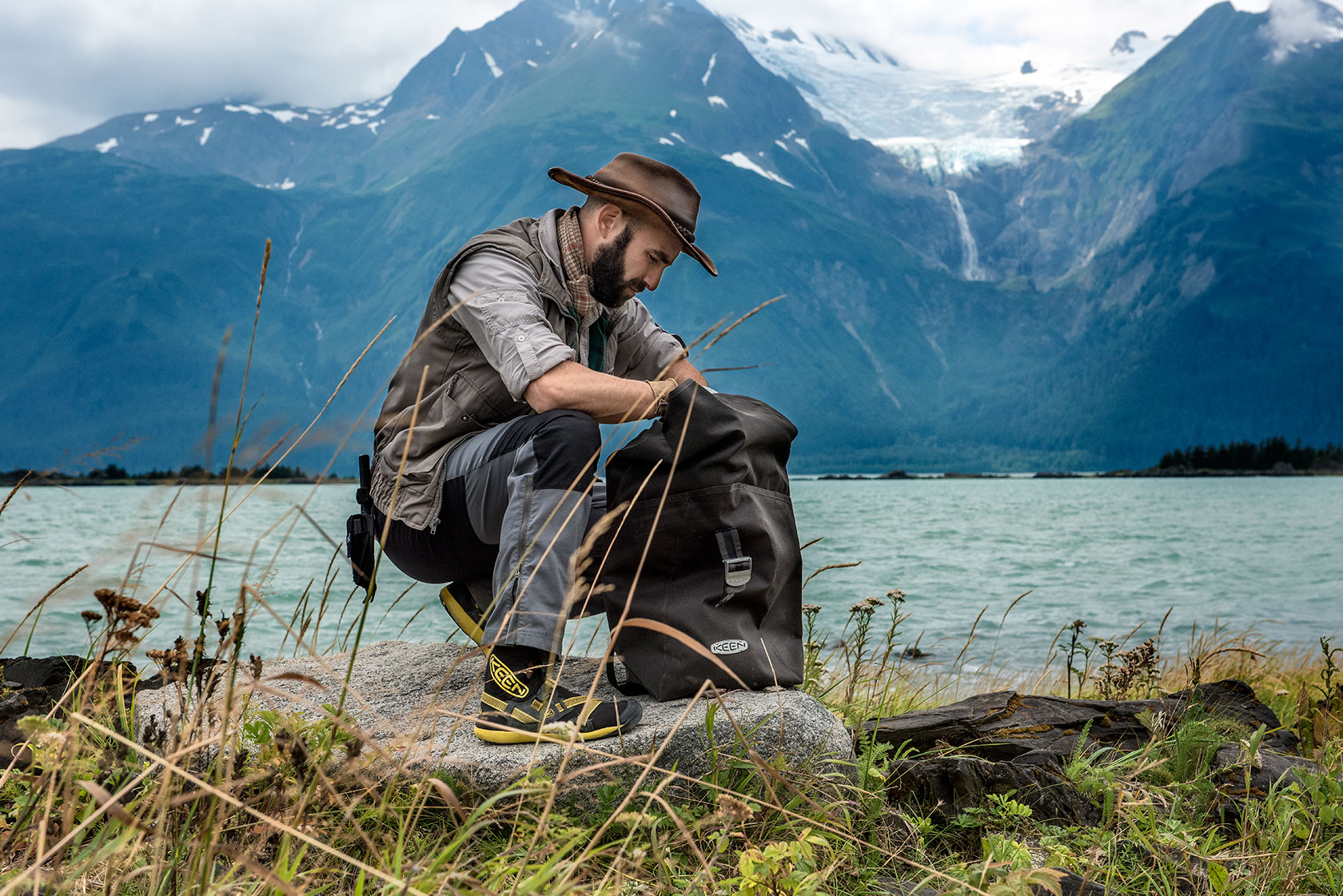 austin-trigg-brave-wilderness-alaska-BW-Coyote-Keen-Bag.jpg