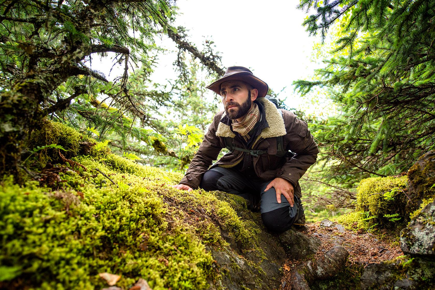 austin-trigg-brave-wilderness-alaska-BW-Coyote-Scopes-Chilkat-Park-searching.jpg