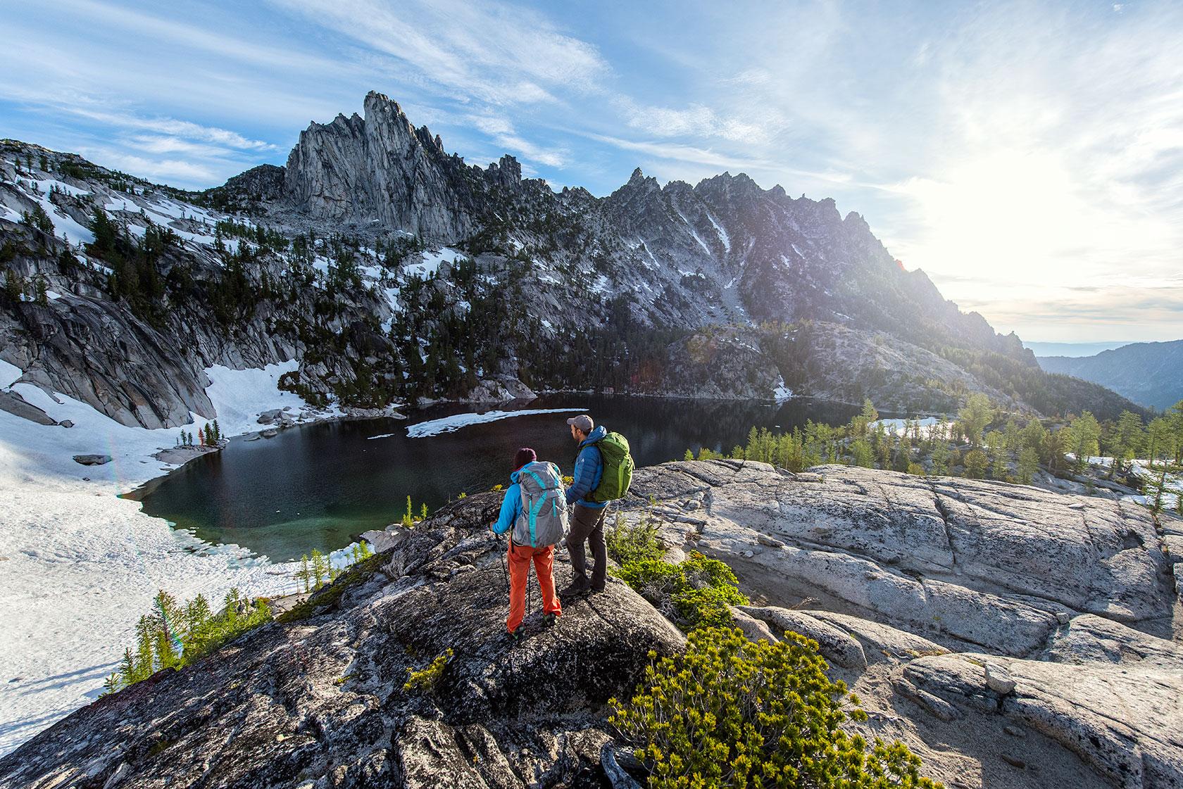 austin-trigg-osprey-hiking-backpacks-hike-camp-washington-adventure-morning-sunrise-lifestyle-outdoor-enchantments-alpine-lake-prusik-peak-wilderness.jpg
