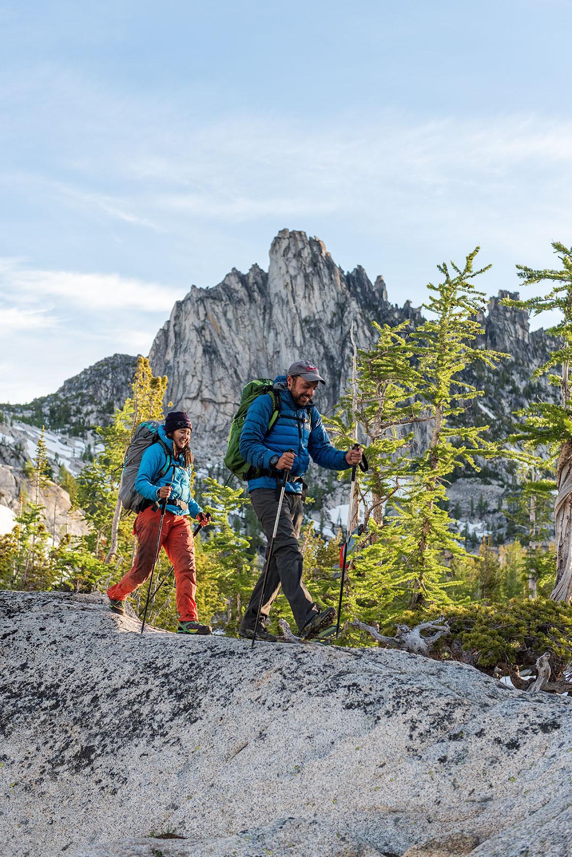 austin-trigg-osprey-hiking-backpacks-hike-camp-washington-adventure-morning-sunrise-lifestyle-outdoor-enchantments-prusik-alpine-lake-larch-tree.jpg