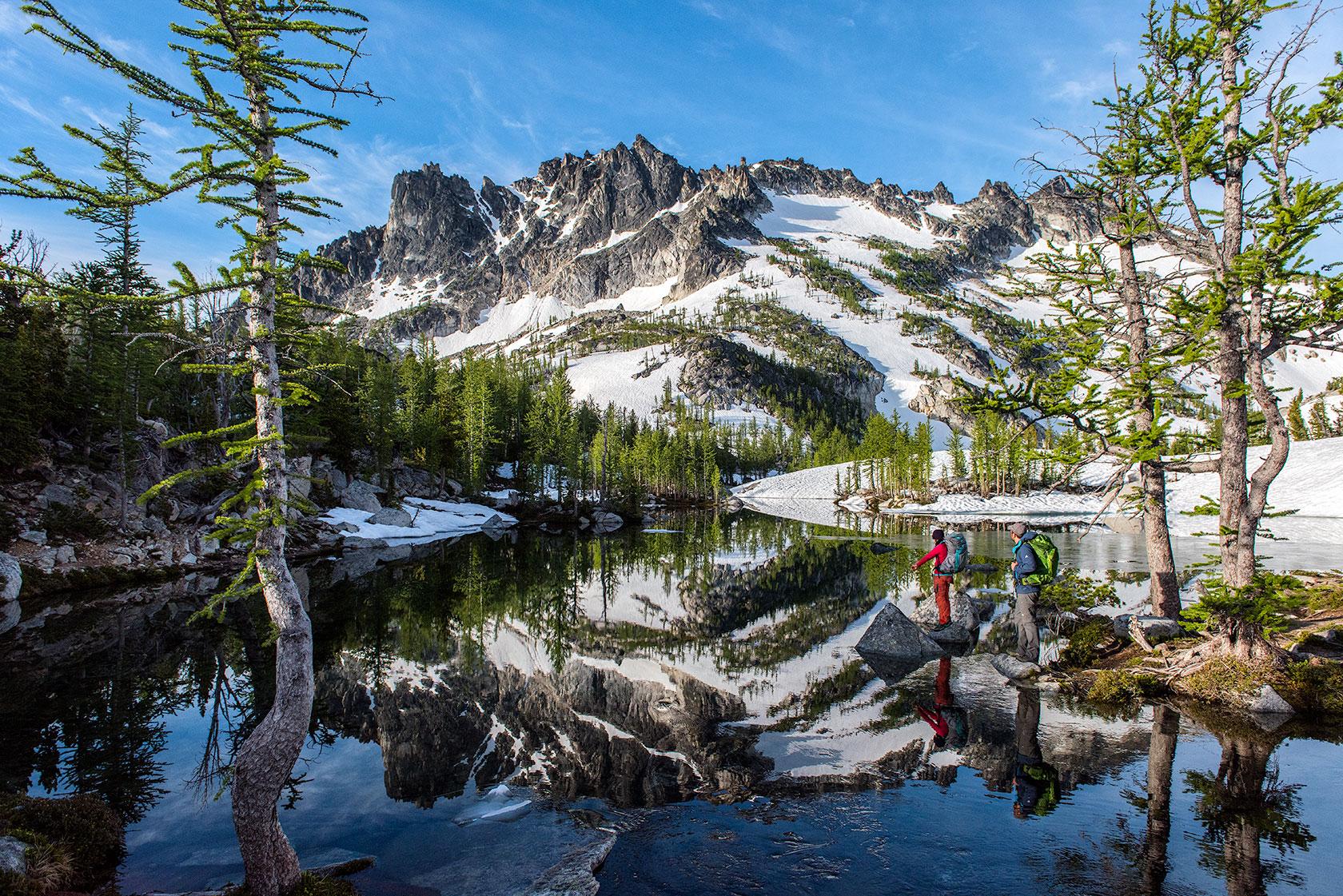 austin-trigg-osprey-hiking-backpacks-hike-camp-washington-adventure-morning-sunrise-lifestyle-outdoor-enchantments-reflection-mountains.jpg