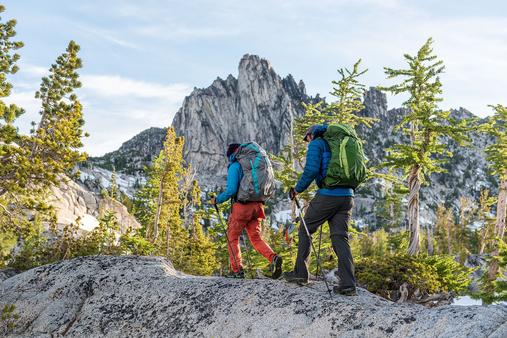 austin-trigg-osprey-hiking-backpacks-prusik-peak-alpine-lake-wilderness-hike-camp-washington-adventure-morning-sunrise-lifestyle-outdoor-enchantments.jpg