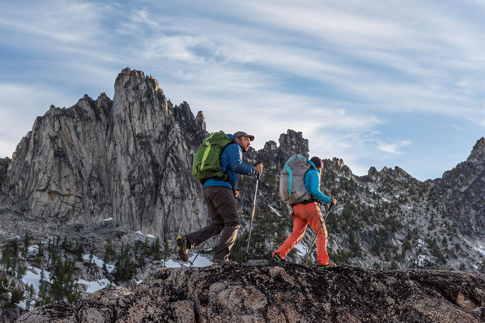 austin-trigg-osprey-hiking-backpacks-washington-lifestyle-morning-adventure-outdoor-active-hike-camp-sunrise-enchantments-adventure-prusik-mountain-range.jpg