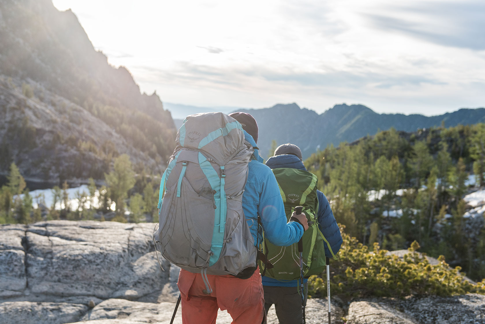 austin-trigg-osprey-hiking-backpacks-washington-lifestyle-morning-adventure-outdoor-active-hike-camp-sunrise-enchantments-mountain-range-product.jpg