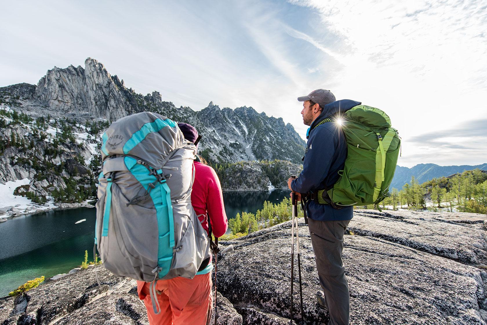 austin-trigg-osprey-hiking-backpacks-washington-lifestyle-morning-adventure-outdoor-active-hike-camp-sunrise-enchantments-prusik-peak-mountain-range.jpg