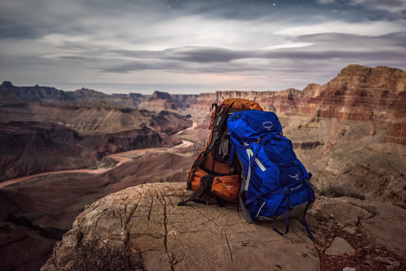 austin-trigg-osprey-hiking-backpacks-grand-canyon-osprey-pack-bag-arizona-hike-camp-night-long-exposure-product-stars.jpg