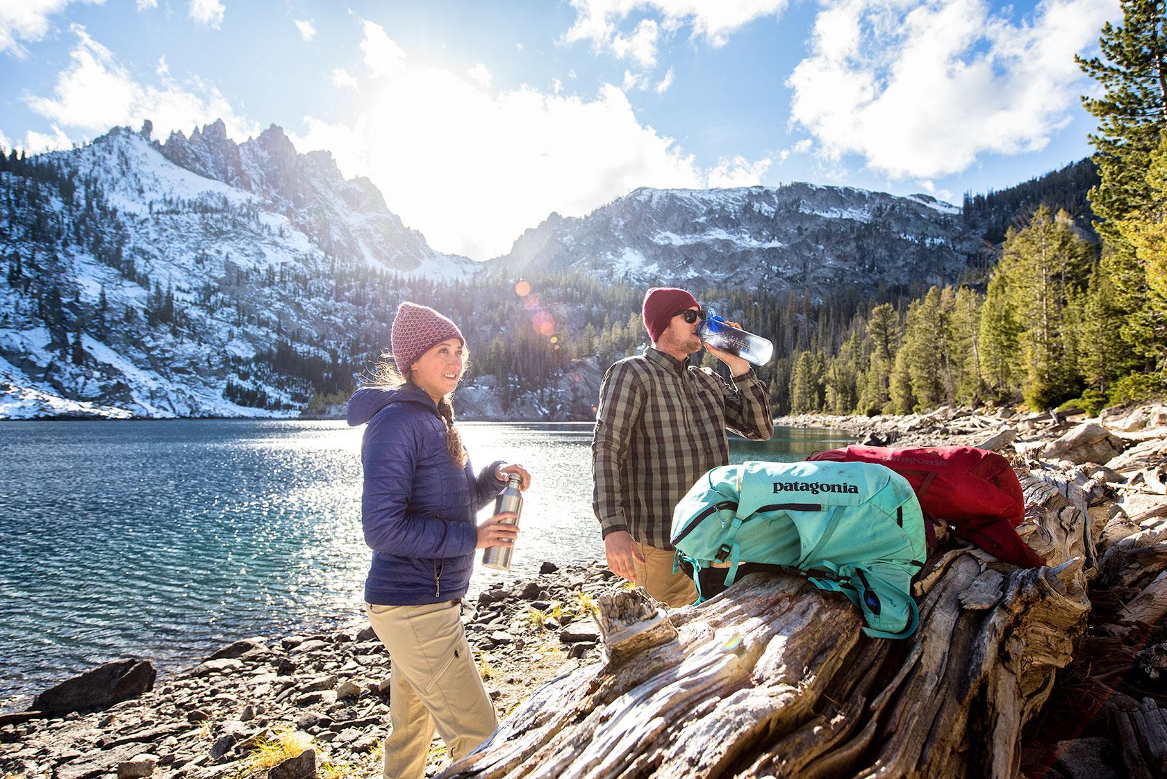 austin-trigg-patagonia-sawtooth-hiking-sunset-bench-lake-peak-advenure-wilderness-forest-idaho-outside-lifestyle-day-fall-weather-mountains-sun-flare.jpg