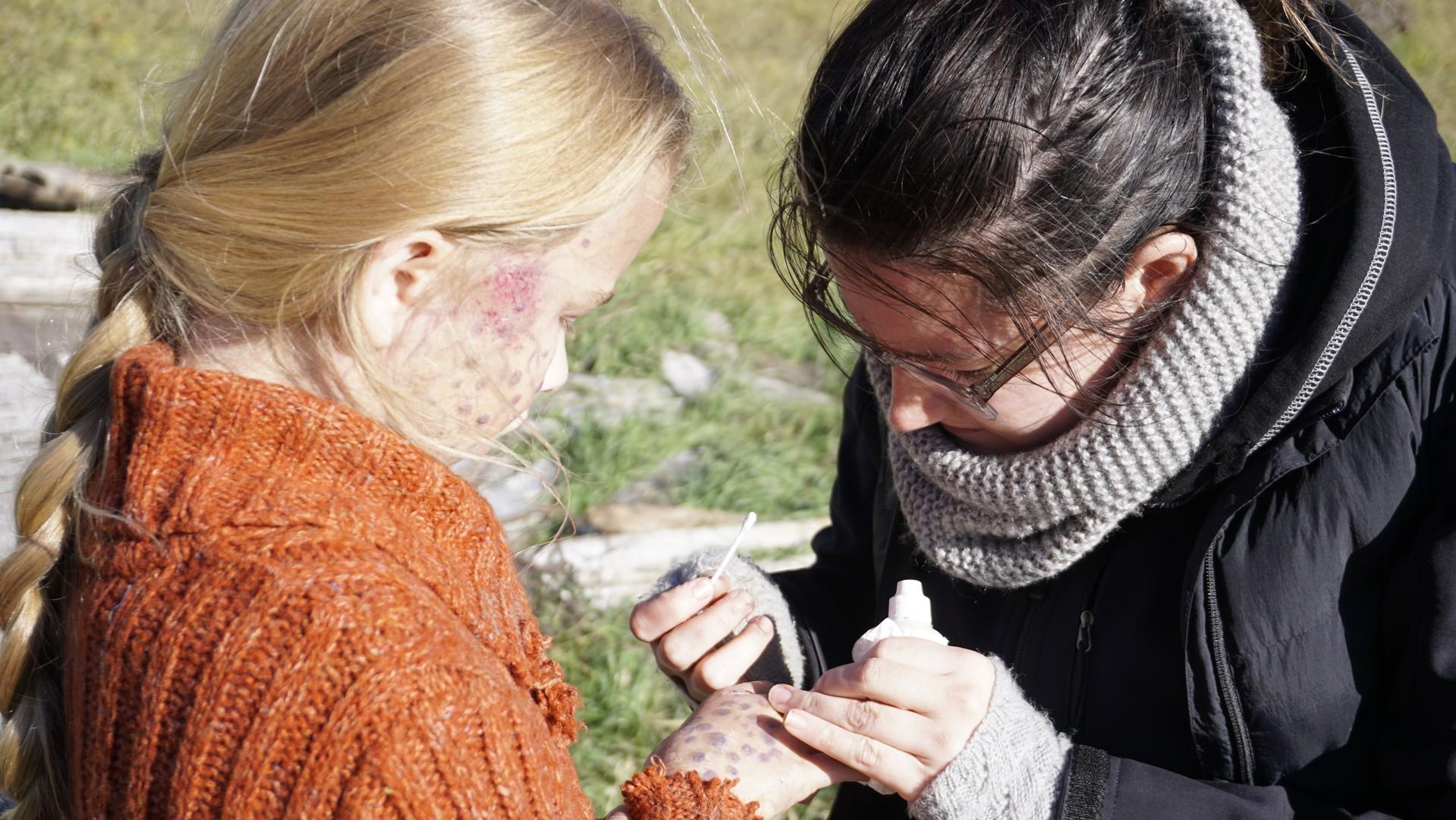Kristin_touching_up_Merediths_makeup_2.jpg