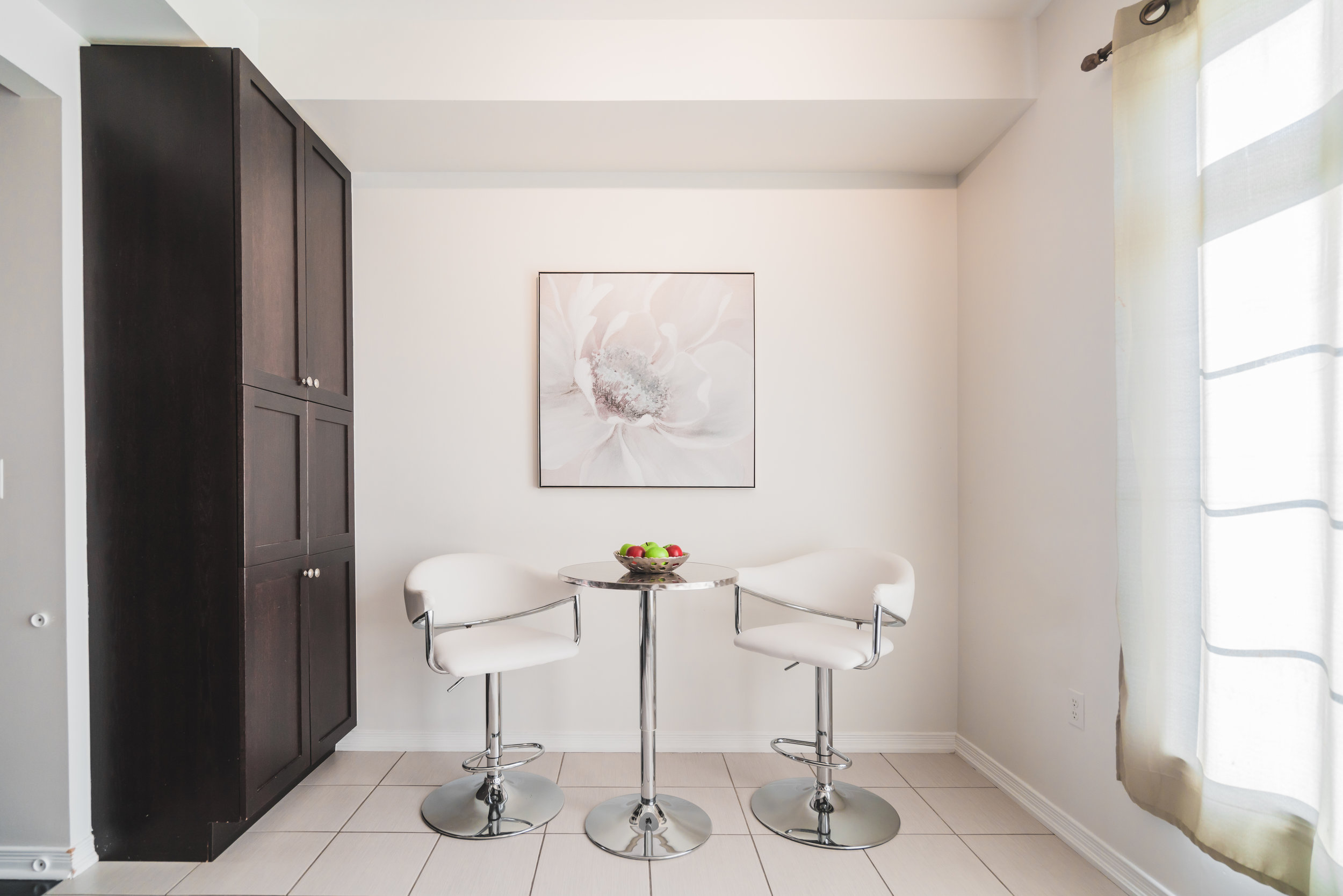 Beehive Markham occupied home staging home stager | Classy Glam Staging 5