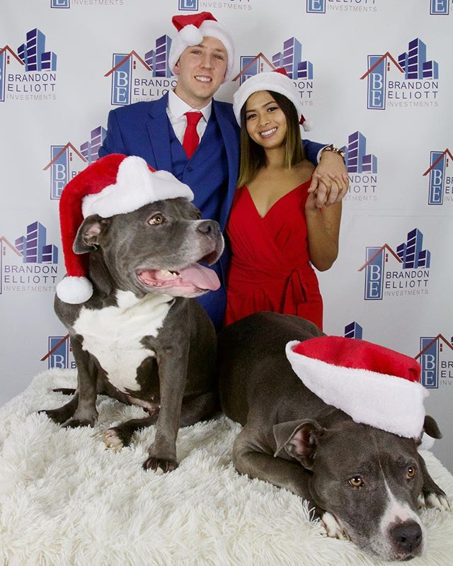 "Merry Christmas to you and your family! From my family to yours, we wish you many blessings and opportunities 🎄 . . . . . ‼️CLICK the LINK IN BIO to GAIN ACCESS of MY INTERVIEW + LEARN ""3 STEPS"" to get YOU started in REAL ESTATE🔝🔝🔝"