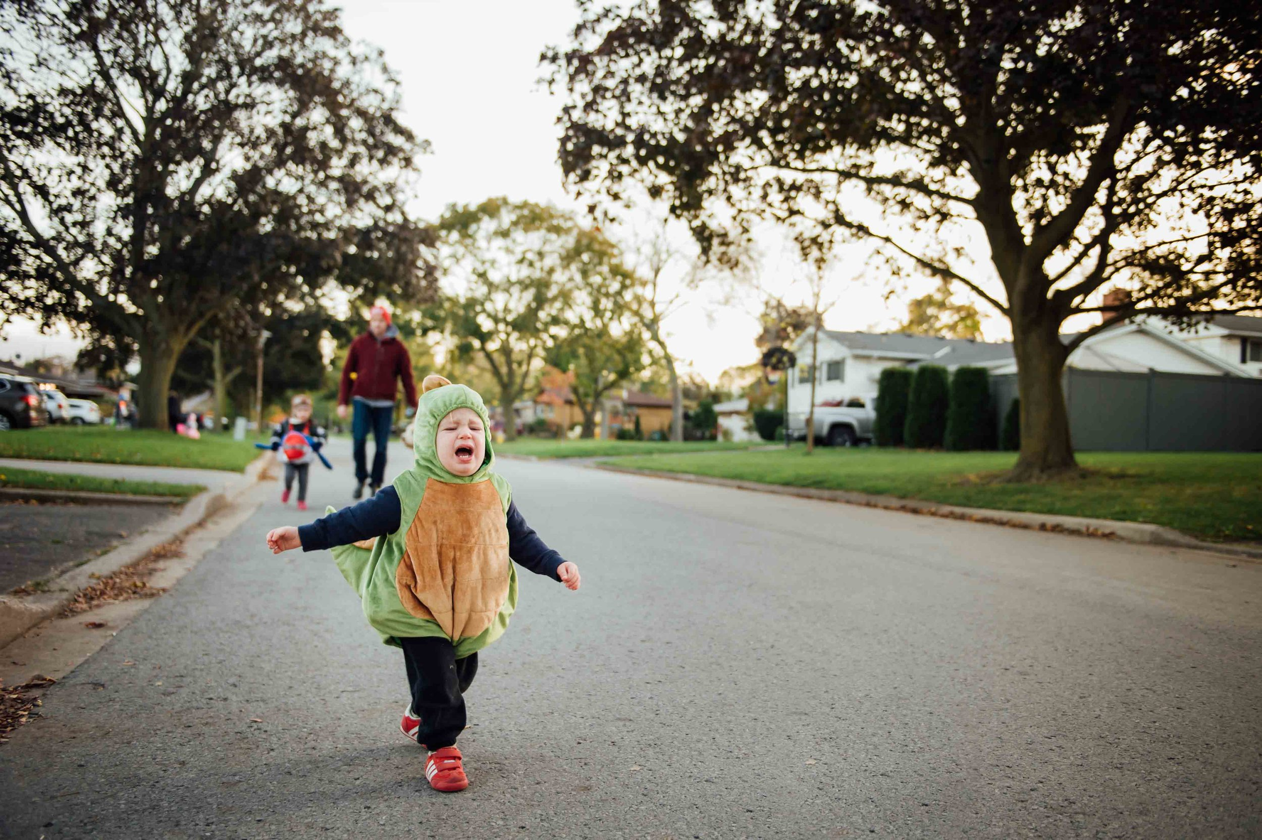 boy running away - niagara candid child photography