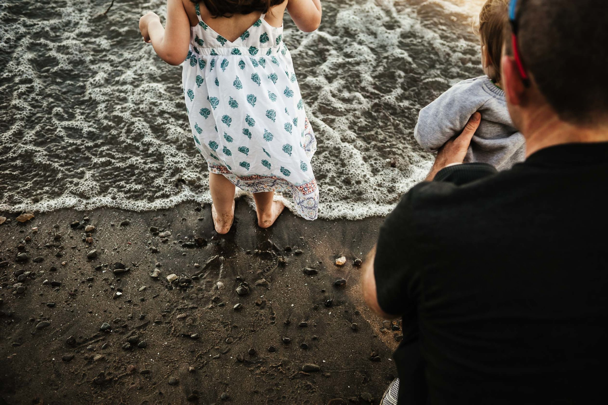 family playing with water at the beach - st Catharines lifestyle photographer