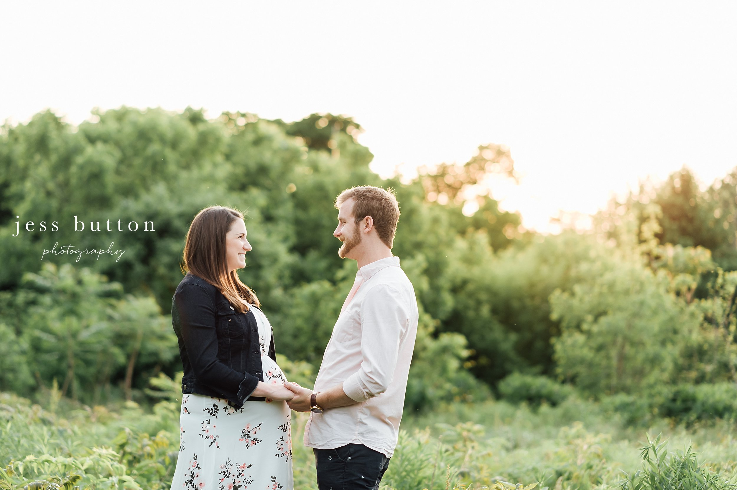 niagara couple in St Catharines park for maternity photos