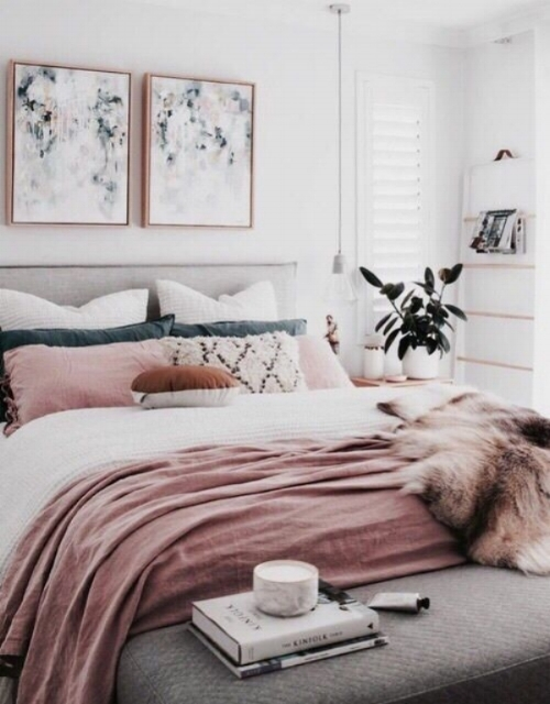 This bed shows a beautifully balanced scheme with blush pink tie side pillowcases, with a similar blush pink throw and fur at the foot. Furthermore, they have even added a bench at the end of the bed in a stunning marl grey quilted fabric, which references back to the grey linen bed head nicely.