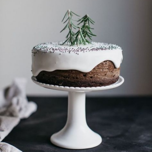 Foodie - When I saw this image it spoke to me, not only because I love cake, but the idea of some rosemary to form little pine trees... too good!
