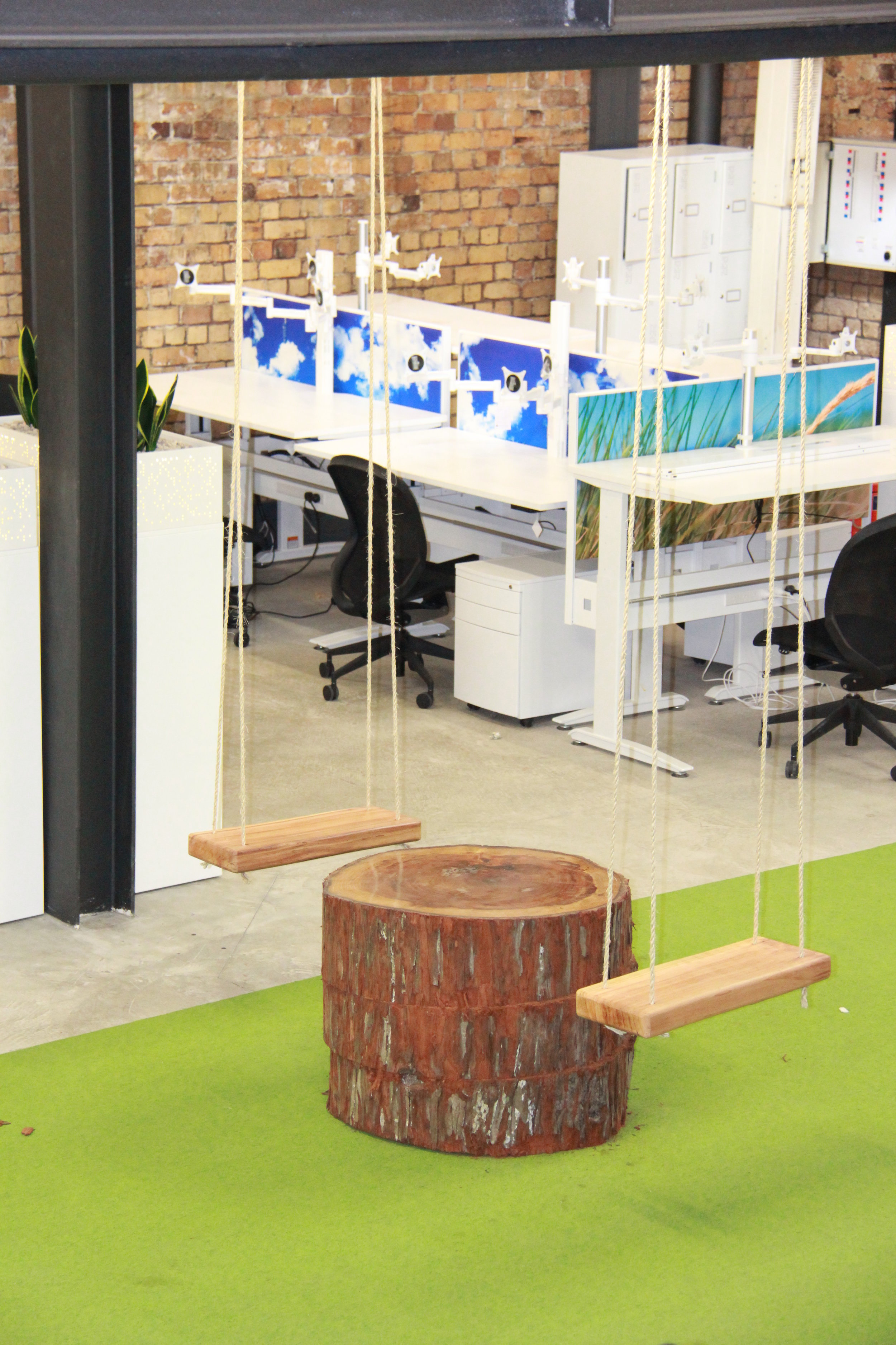 Creative natural design of swings in the workplace