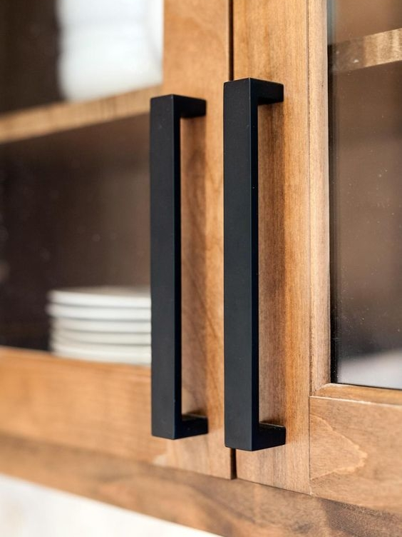 Black handles make a nice contrast against the wood.
