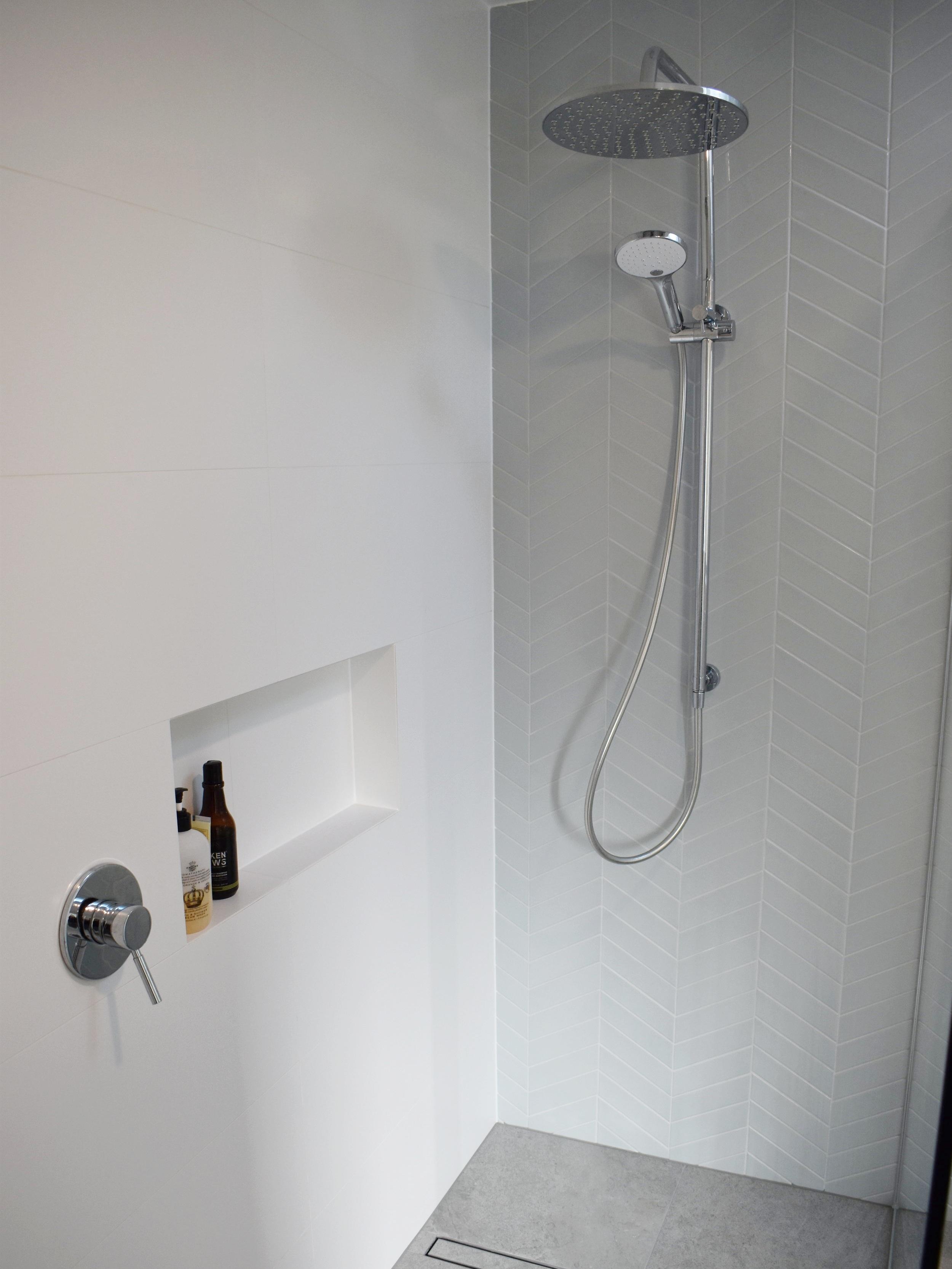 park-rise-shower.jpg