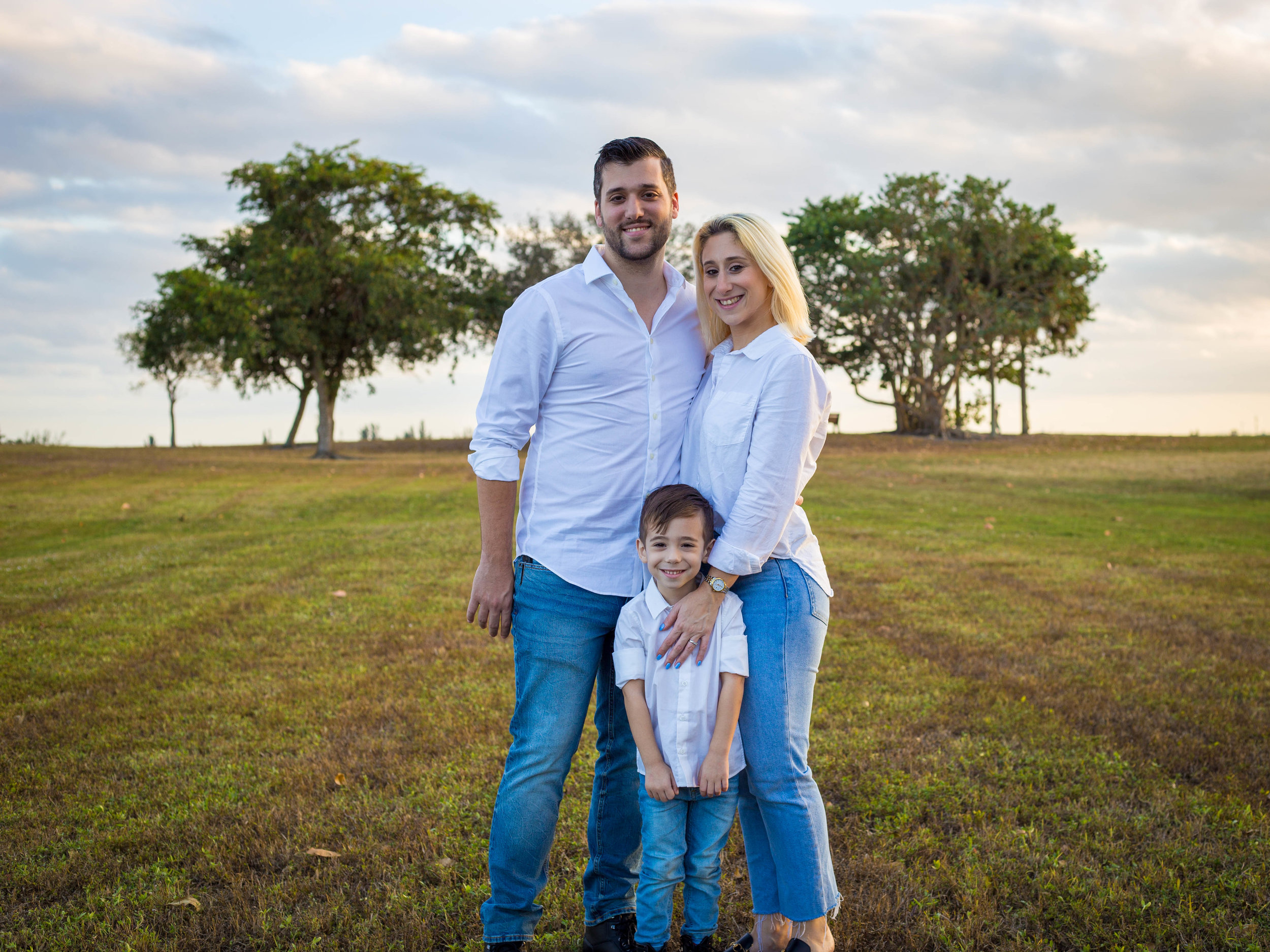 Services - South Florida based wedding & lifestyle photographer, Amber Kanak specializes in storytelling intimate weddings, families & motherhood, and portraits.Available for travel worldwide.