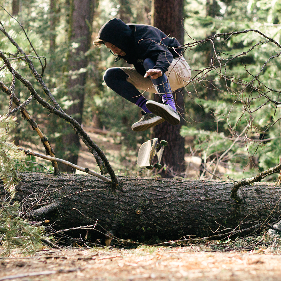 Steve-Mull_Tree-Kickflip_900pxl.png