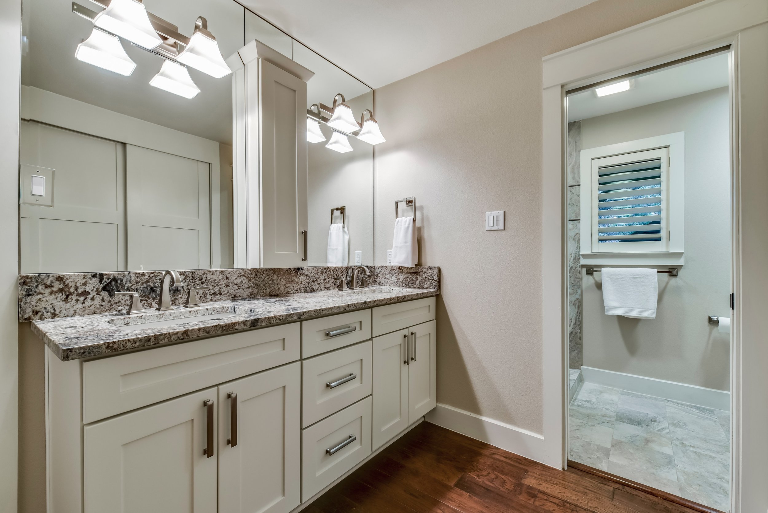 Bathroom Design with Vanity Lighting