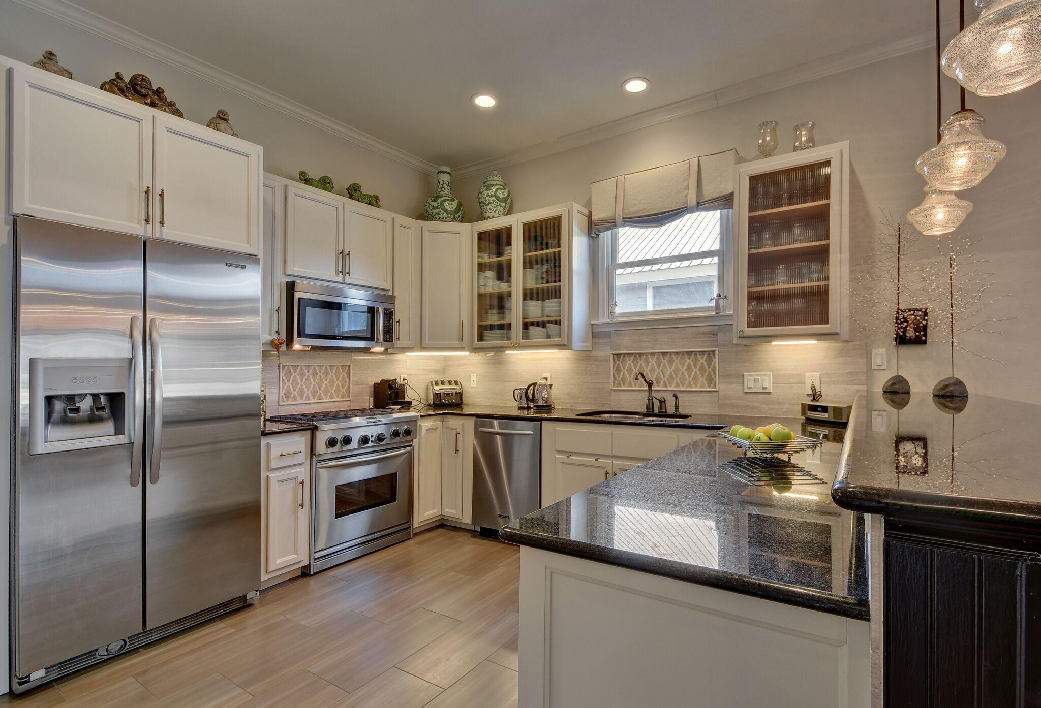 White kitchen with decorative backsplash