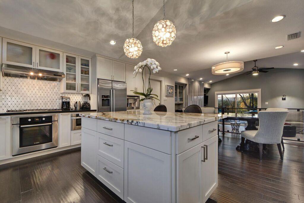 1804%20Westridge%20Dr-large-024-26-Kitchen%20and%20Breakfast%2007-1499x1000-72dpi_preview.jpeg.jpg