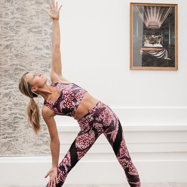 How strong and stable are you for the week ahead? Here's charis_cooper in a #trianglepose  Structurally, a triangle is thought to be strong and stable, able to support huge amounts of weight and withstand great pressures.  As we start a new week, here's to you crushing through any challenges you meet along the way, in mind, body and spirit.  Have a great week 📸: yogaandphoto ( #📷 @zolaeve )