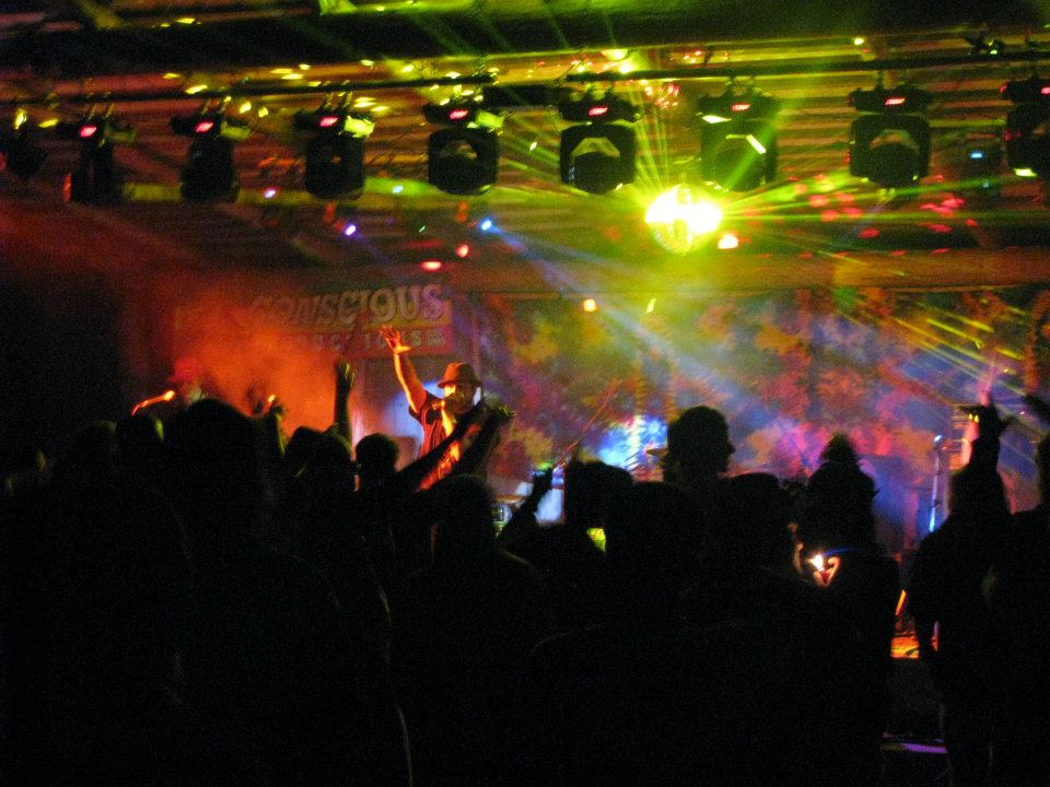tayberry crowd hype.jpg