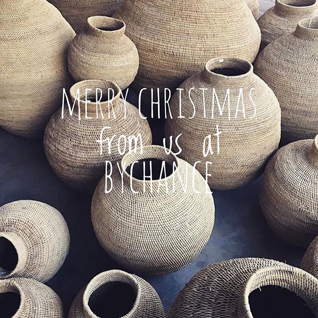 Wishing everyone a very Merry Christmas today! 🎄🎁🍾 #festive #christmas #family #friends #giftofgiving #holidays #africaninspired #celebration