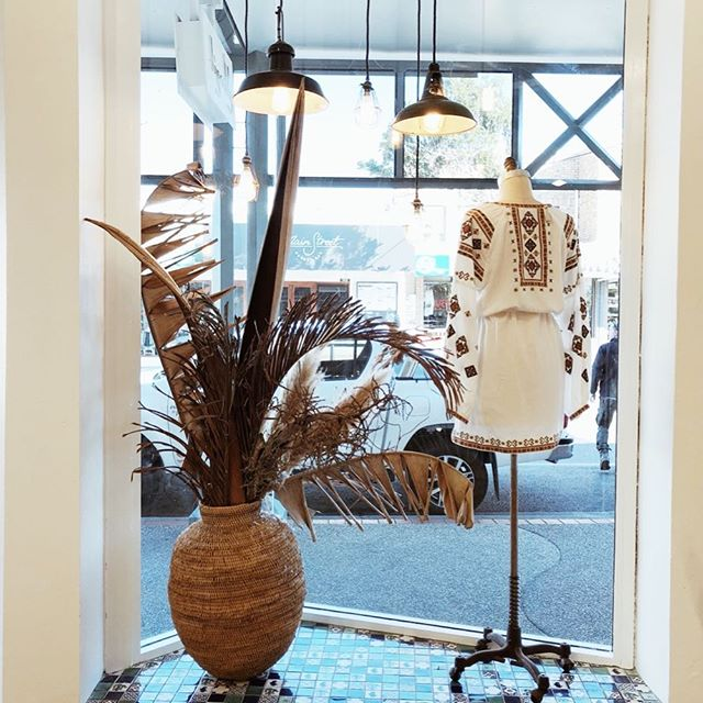 Stunning use of the handwoven Buhera baskets featured here @tigerlilyswimwear Byron Bay! 🌞 Displayed with greenery, these sturdy baskets really are eye catching! Thanks to our friends up North for the support.  #buherabasket #africanartisans #byronbay #handmade #basket #windowdisplay #zimbabwe #africantouch