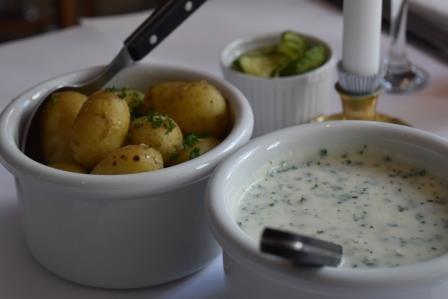 nye danske kartofler med persillesauce.JPG