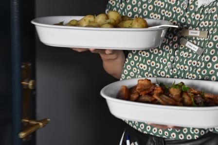 Stegt flæsk med nye danske kartofler.JPG