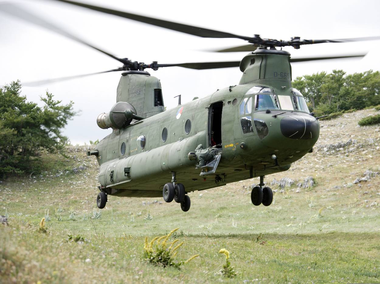 boeing-ch-47d-chinook-transporthelikopter.jpg