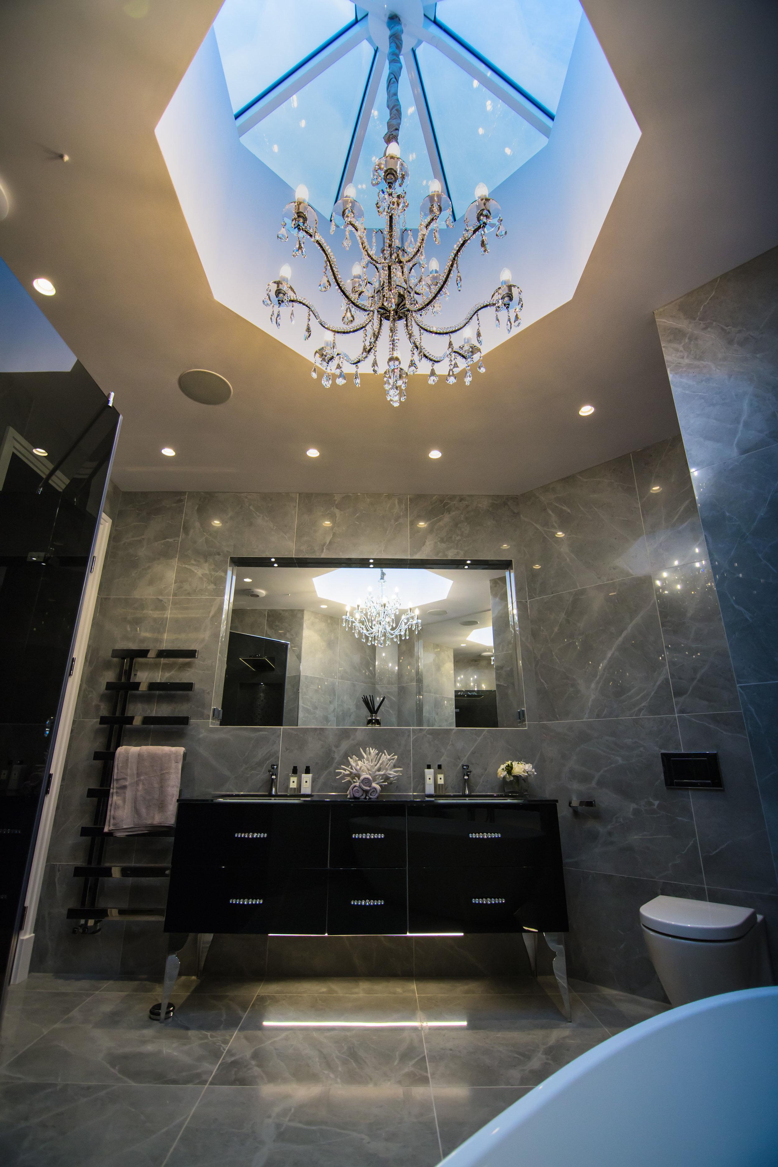 Beautiful skylight in teh penthouse bathroom_.jpg